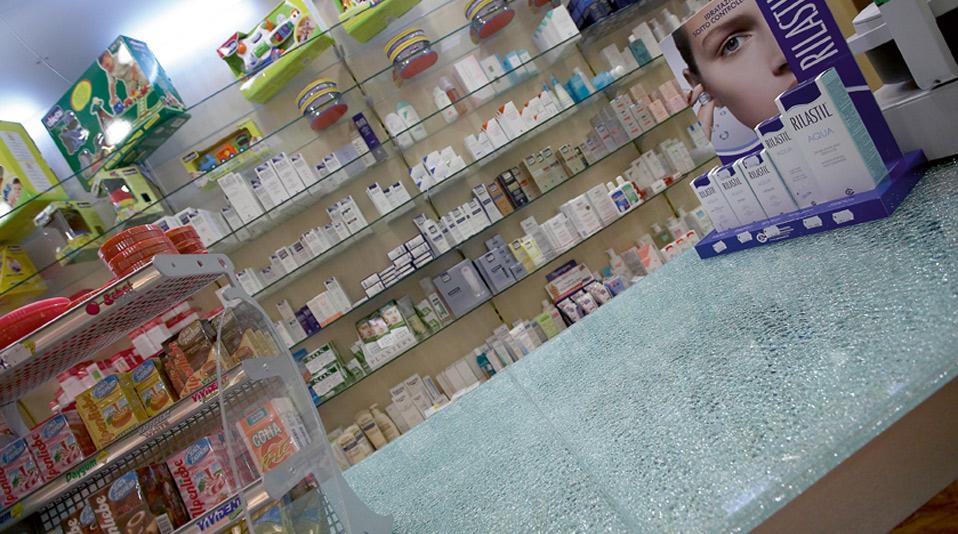 Elementi d 39 arredo per farmacie arredamenti su misura per for Arredo farmacia usato