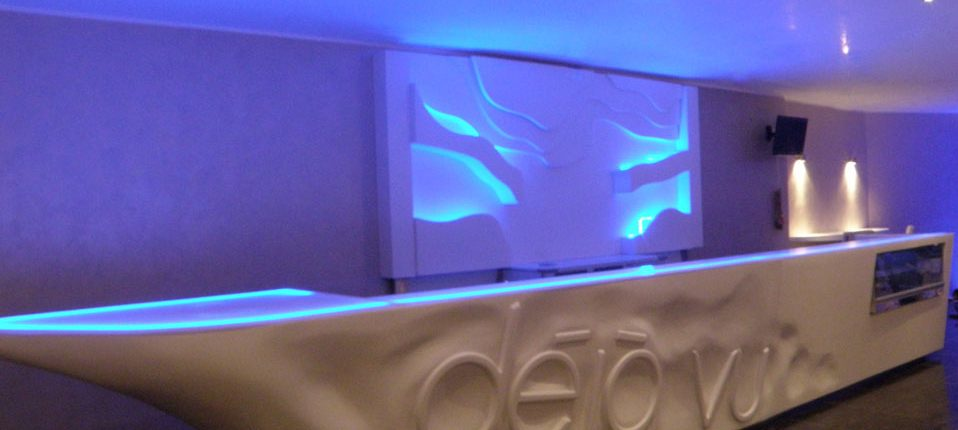 Arredamento hi tech banconi illuminati e vetrine gelato for Arredamento hi tech