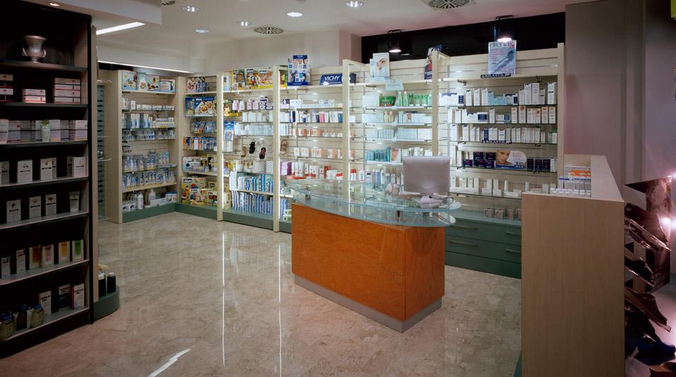 Farmacia berlincioni prato arredamenti su misura per for Arredo farmacia usato