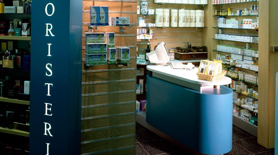 Farmacia scorcelletti pistoia arredamenti su misura for Arredo farmacia usato