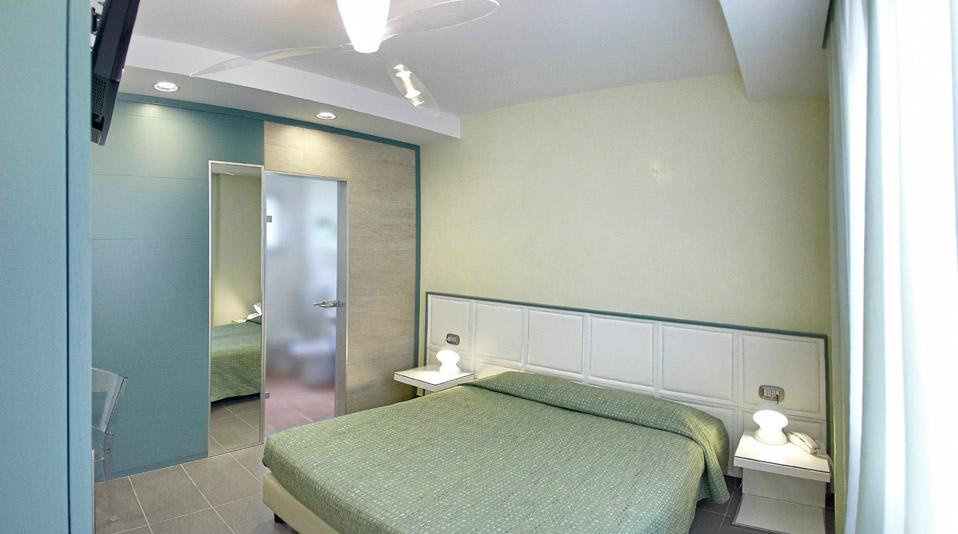 arredamento camere arredamenti su misura per bar ForArredamento Hotel Usato