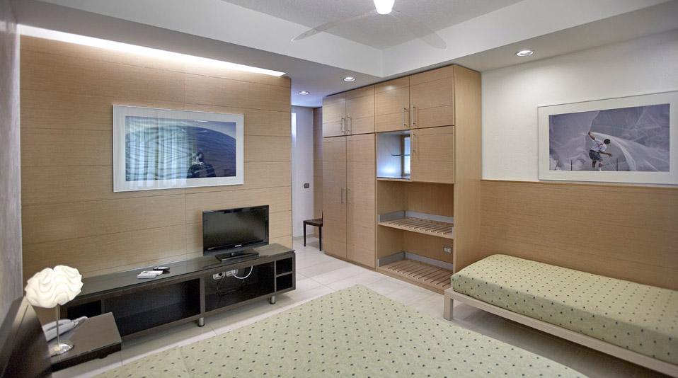 Arredamento camere arredamenti for Arredamento camere hotel