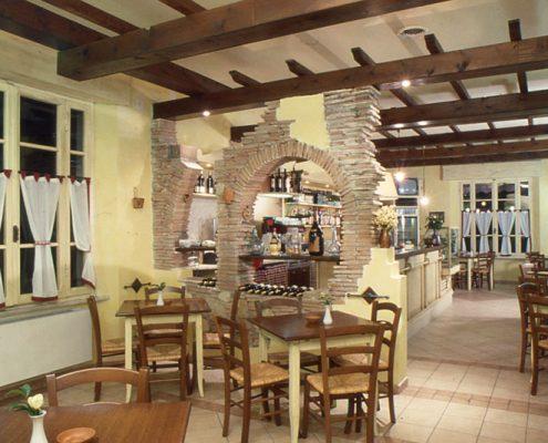 Produzione diretta arredamenti per ristoranti e pizzerie for Arredamenti sala
