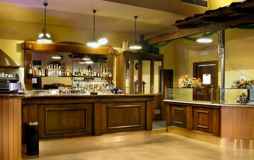 Pub civetta pontedera pi arredamenti su misura per for Arredamenti per birrerie