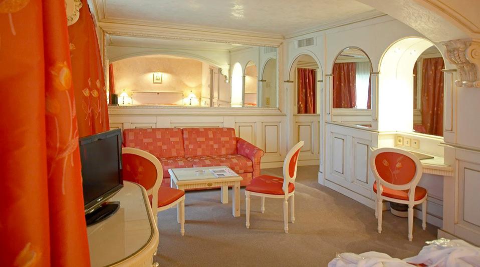 Arredamento e camere hotel abbaye calvi corsica for Arredamento hotel usato