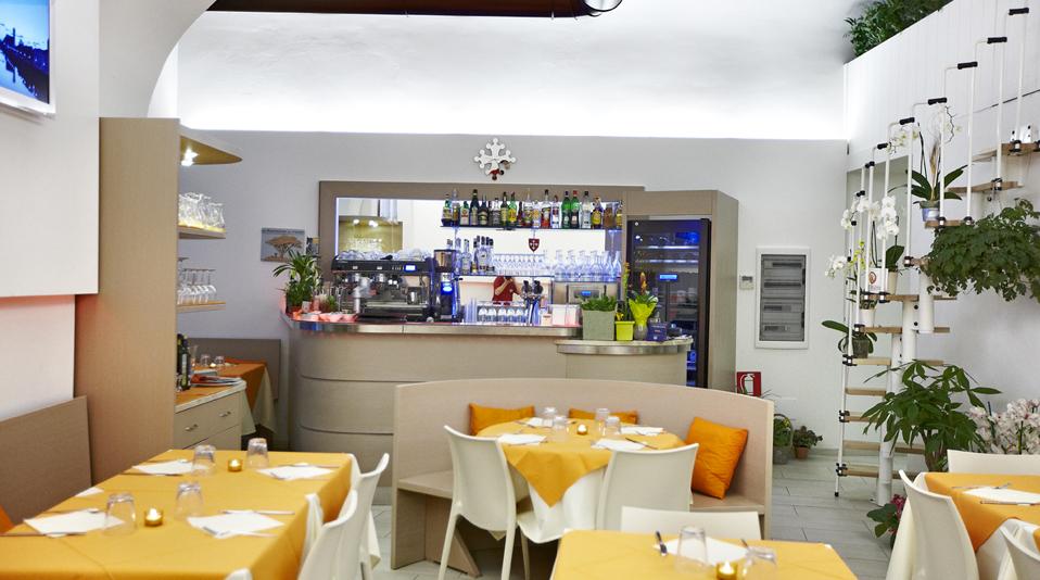 Jack pisa arredamenti su misura per bar ristoranti for Modulo arredamenti pisa