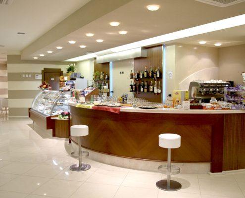 Produzione arredamento bar e pasticcerie for Latte arredamenti