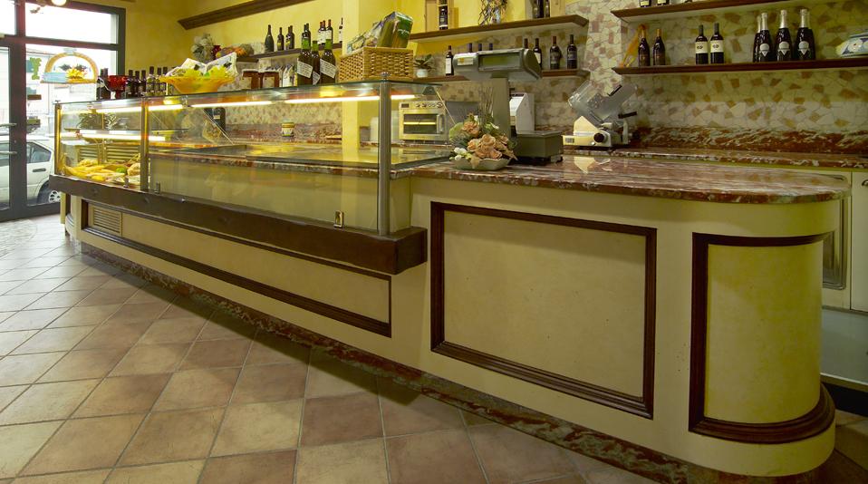 Jovine fornacette pi arredamenti su misura per bar for Arredamento alimentari usato
