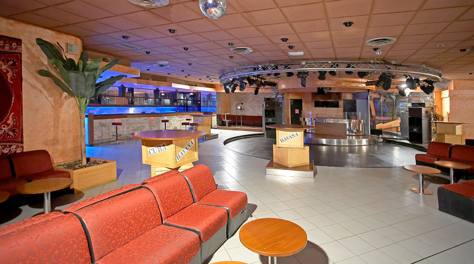 Arredamento discoteca e area piscina hotel pascal paoli for Arredamento hotel usato