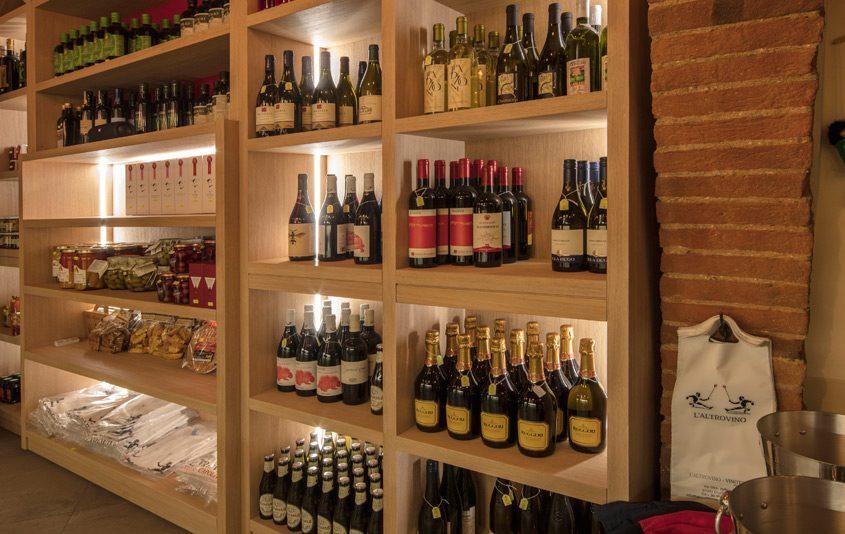Foto arredamento realizzato per il Pub L'Altrovino