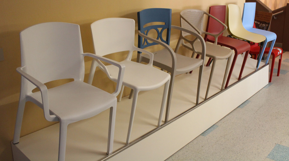 Outlet di sedie e sgabelli usati per locali pubblici for Sedie bar usate